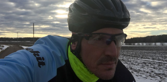 Närbild på cyklist